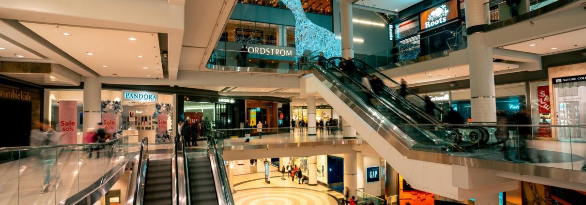 shopping-mall-during-holiday-season