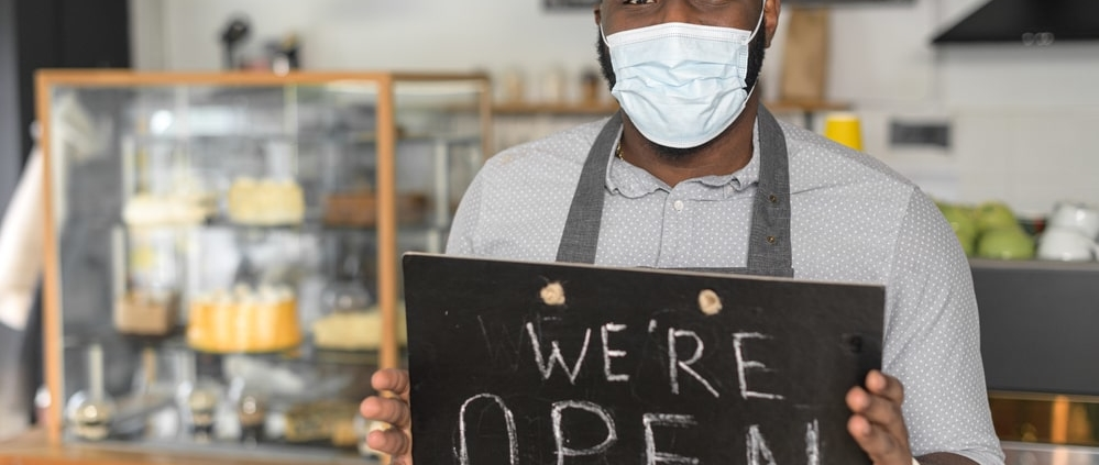 restaurant-worker-wearing-mask-with-open-sign