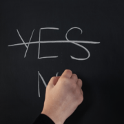 yes-and-no-on-chalkboard